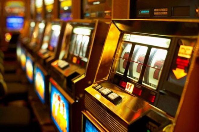 Автоматы и слоты в игровом зале Азимут