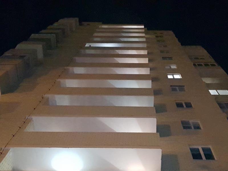 В Астрахани подросток упал с 15-го этажа