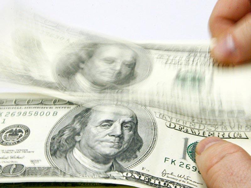 В Астраханской области иностранец пытался всучить 3 тысячи долларов взятки полицейскому