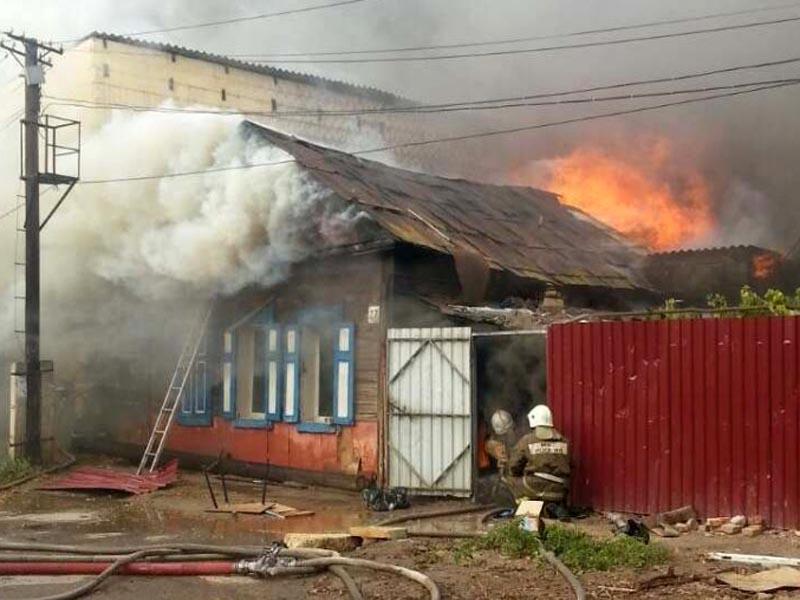 Озвучена причина пожара в центре Астрахани