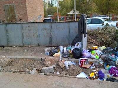 «ЭкоЦентр» убрал мусор вместе… с контейнерами
