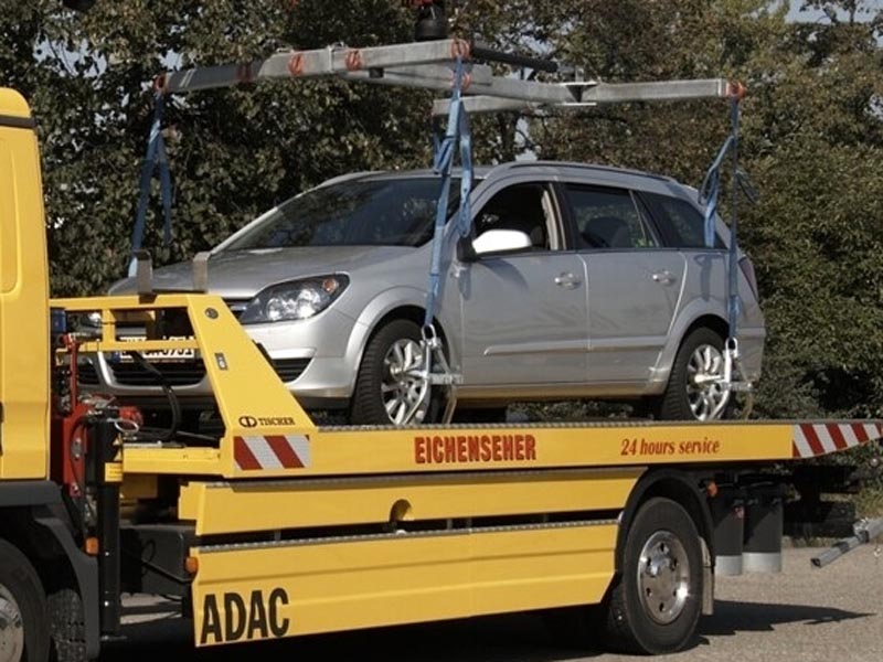 Возле ТЦ «Ярмарка» эвакуируют автомобили