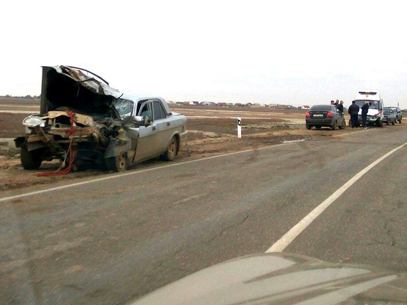 В Астраханской области произошло лобовое столкновение «Волги» и «скорой помощи»