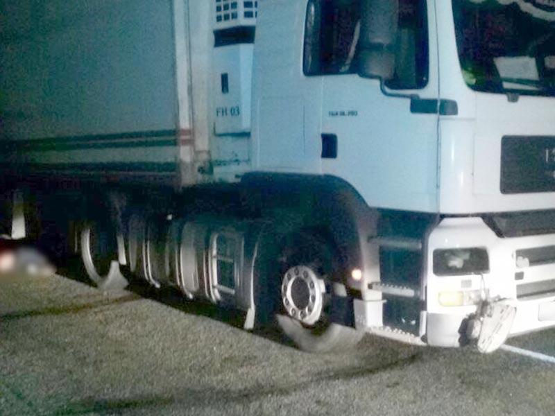 В Астраханской области пенсионера раздавил грузовик