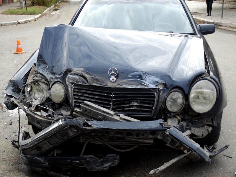 В Астрахани пассажиры маршрутки пострадали в аварии