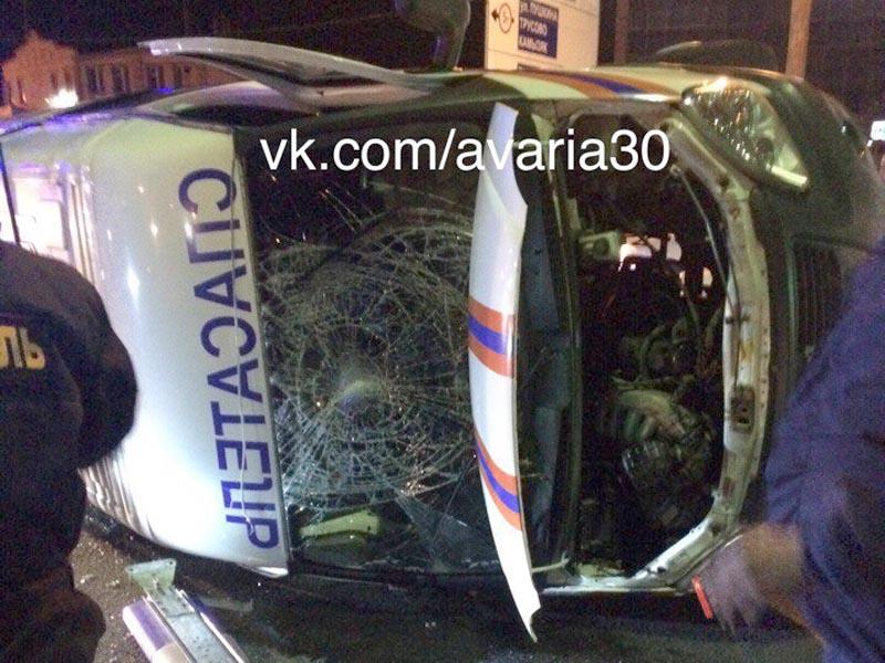 В Астрахани перевернулась машина спасателей, ехавших на ДТП