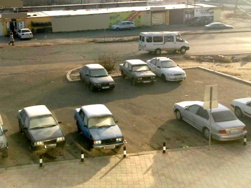 В Астрахани местные жители жалуются на незаконный автобазар