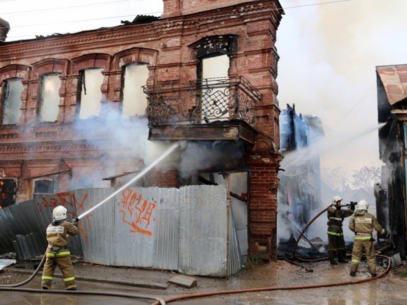 Подробности и причина пожара на Калинина в Астрахани