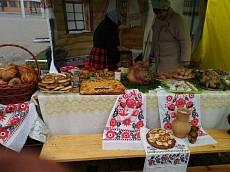 Гостей праздника Дня народного единства в Липецке угощают блюдами русской кухни