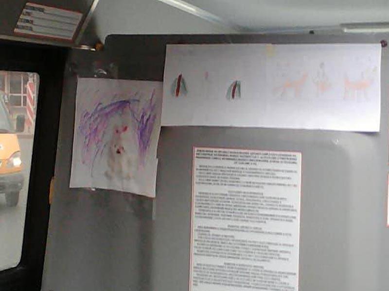 В Астрахани водитель автобуса расклеил по салону рисунки