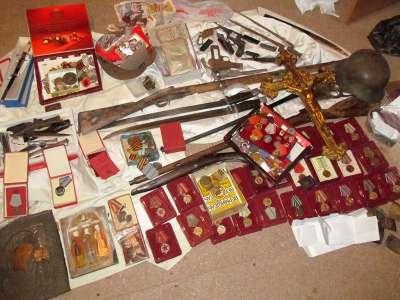 Полицейские изъяли у астраханца свыше 1000 единиц оружия, боеприпасов, орденов, медалей и предметов старины