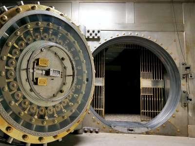 У каждого из нас более 72 тысяч рублей лежат в банке, а просрочка по кредитам снижается