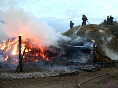 Поджигают сено, горят заброшенные строения и дома…