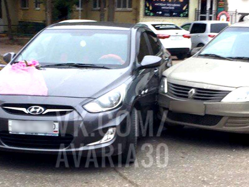 Вот тебе и праздник — в Астрахани в свадебный кортеж врезался Renault