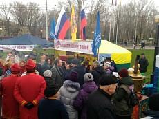 Глава региона Олег Королев пришел на выставку национальных подворий