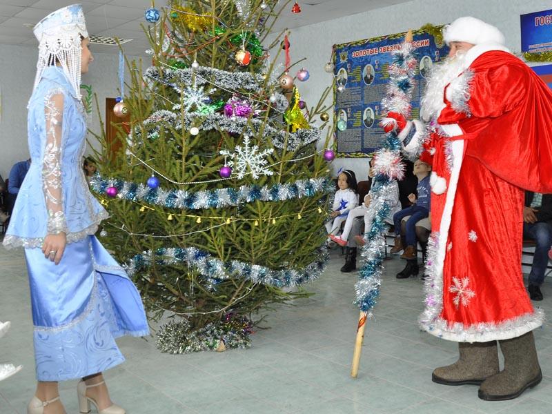 Новогоднее представление для детей устроили в колонии под Астраханью