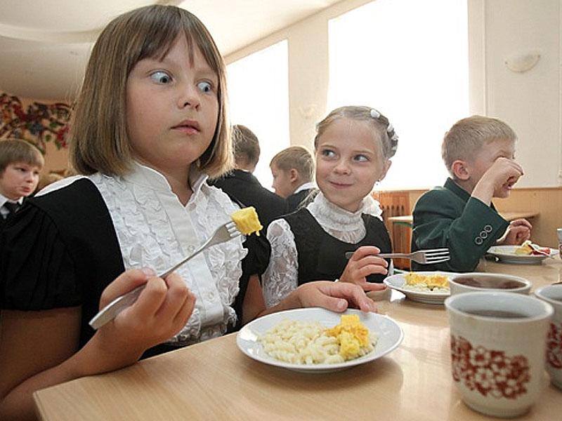 Жители Астрахани могут поделиться мнением о питании…