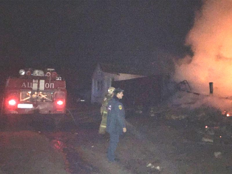 В Астраханской области пострадали люди на пожаре — огонь тушили почти два часа