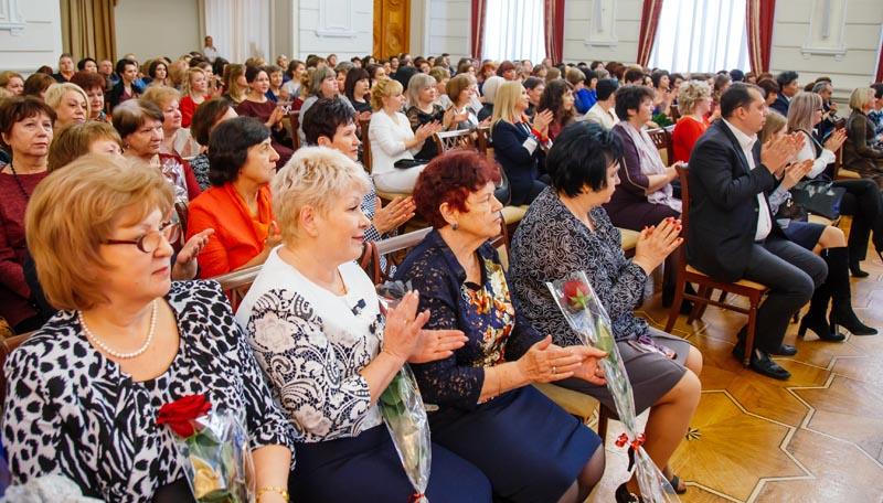 Сотрудники органов ЗАГС Астраханской области отметили 100 лет со дня образования ведомства